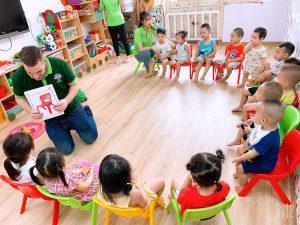 Giờ học tiếng anh của các bạn nhỏ Nhà trẻ 2B – BIBI 2 Tân Mai