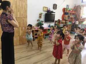 Giờ học múa – Lớp Nhà trẻ 2A+2B – BiBi 2 Tân Mai